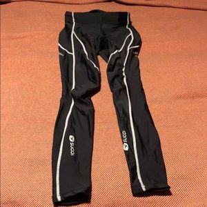 Sugoi Black reflective work out leggings xs